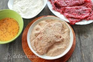 Панируем шницель с маке, яйце и панировочных сухарях