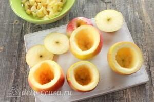 Мелко нарезаем яблочную мякоть