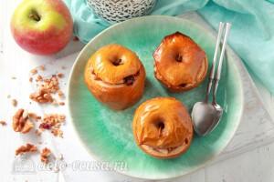 Запеченные яблоки с гранолой готовы
