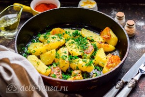 Картошка по-деревенски на сковороде готов