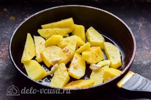 Отправляем картошку на сковороду
