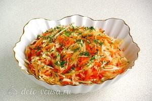 Постный салат из редьки с квашеной капустой готов