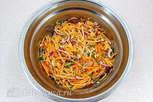 Хорошо перемешиваем салат