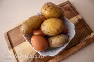 Отвариваем картошку и яйца