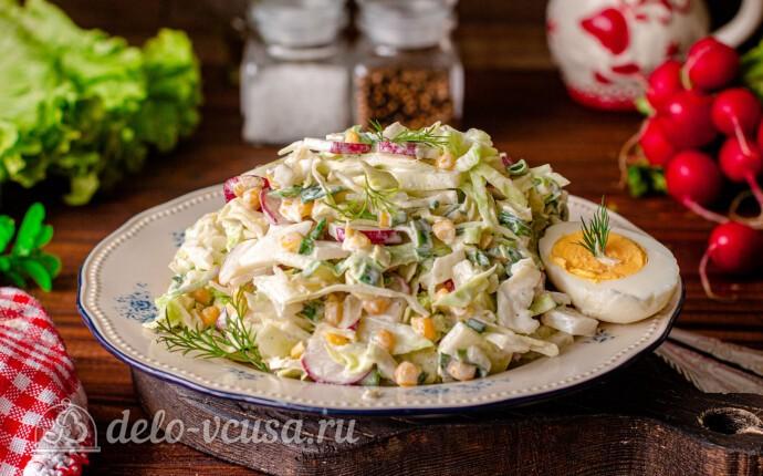 Весенний салат из молодой капусты и кукурузы