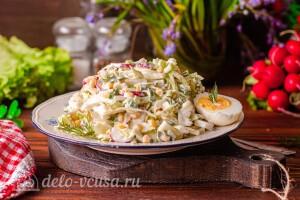 Весенний салат с молодой капустой и кукурузой готов
