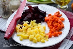 Режем остывшие овощи кубиками