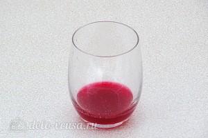 Отжимаем сок через марлю