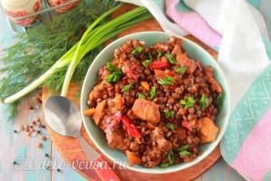 Чечевица со свининой и овощами готова