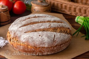 Ставим хлеб на решетку и даем ему остыть