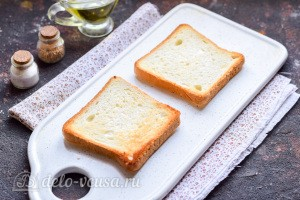Тостовый хлеб сушим на сковороде