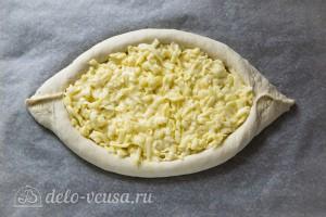 Наполняем лодочку сыром