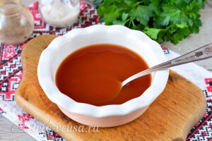 Разводим томатную пасту водой