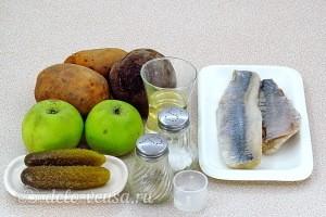 Картофельный салат со свеклой, сельдью и яблоками: Ингредиенты