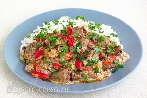 Куриная печень с болгарским перцем в сливочном соусе готова