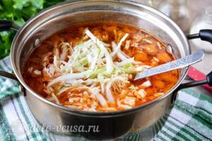 Добавляем капусту в суп