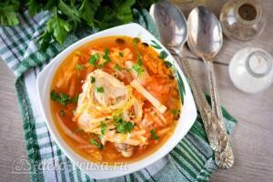 Куриный суп с пекинской капустой готов