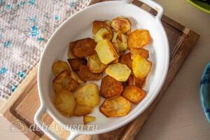 В форму выкладываем стой картофеля