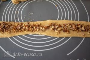 Формируем жгут с начинкой из орехов