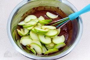 Добавляем яблоки к тесту