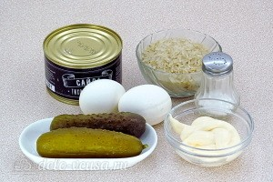 Салат «Новинка» с рыбными консервами и рисом: Ингредиенты