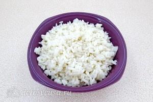 Рис промываем и варим до готовности