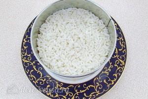 Кладем слой риса
