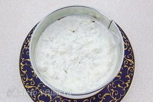 Смазываем рис майонезом