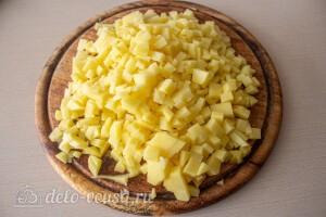 Картошку режем небольшими кубиками