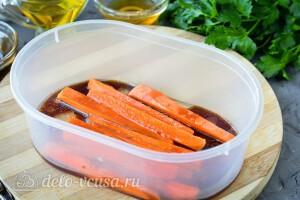 Отправляем морковь на 15 минут в маринад