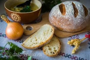 Воздушный луковый хлеб в духовке готов