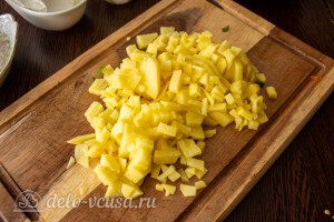 Картошку чистим и режем мелкими кубиками