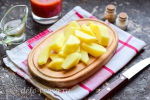 Картошку чистим и режем кубиками