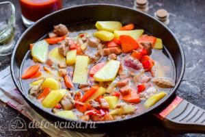 Добавляем кипяток к овощам