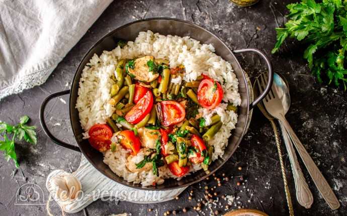 Курица с фасолью, шпинатом и помидорами