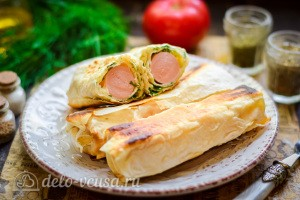 Сосиски с сыром в лаваше готова