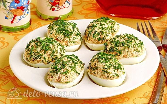 Яйца, фаршированные икрой сельди