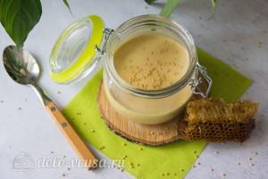 Быстрый медово-горчичный соус на майонезе готов
