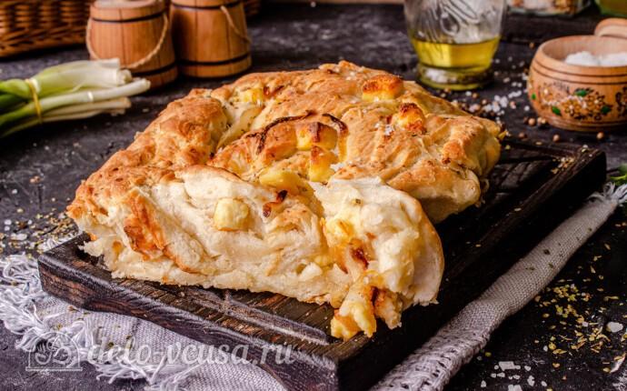 Фокачча с жареным луком и сыром