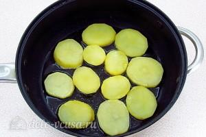 Обжариваем картошку на растительном масле в сковороде