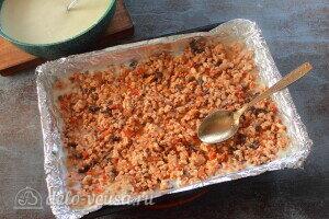 Кладем слой мясного соуса