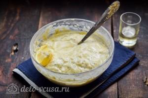 Добавляем лимонный сок и все хорошо перемешиваем