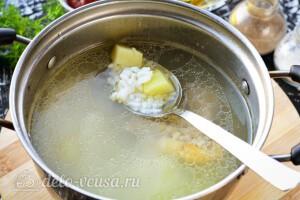 Доводим картошку с рисом почти до готовности