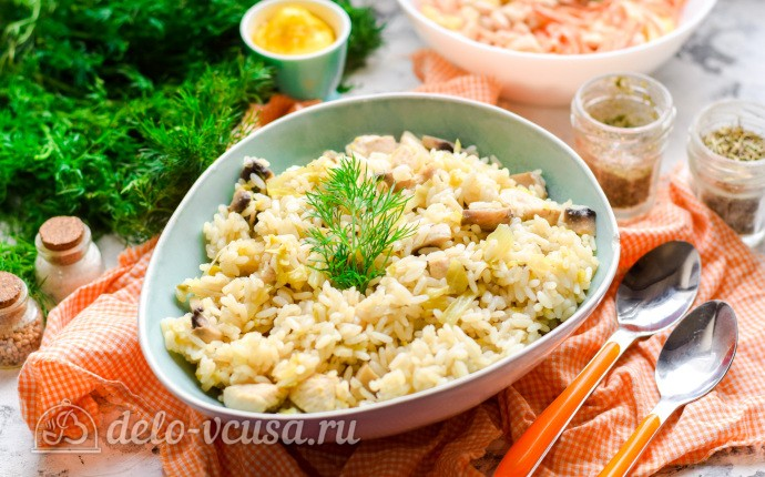 Рис с капустой, шампиньонами и куриным филе