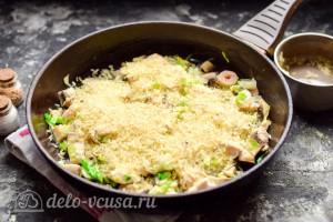 Добавляем с сковороду рис