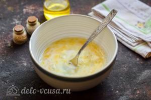 Взбиваем яйца с молоком