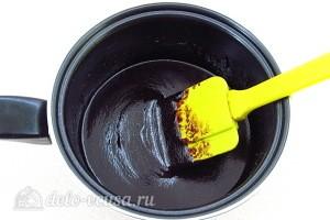 Ставим посуду на огонь и варим 10 минут до загустения постоянно помешивая