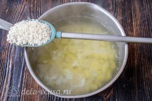 В суп к картшошке добавляем промытый рис