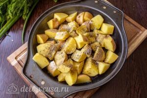 Моем и режем молодой картофель
