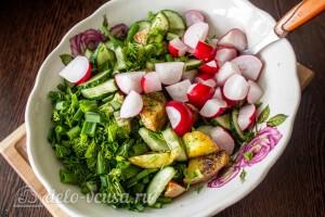 Соединяем в салатнике подготовленные ранее ингредиенты